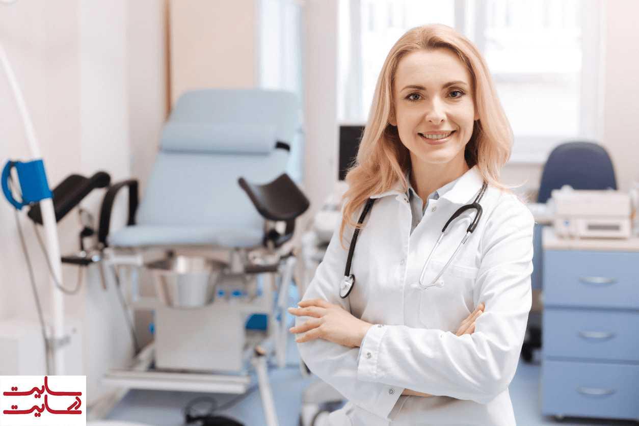 کار کردن پزشک در مطب شخصی